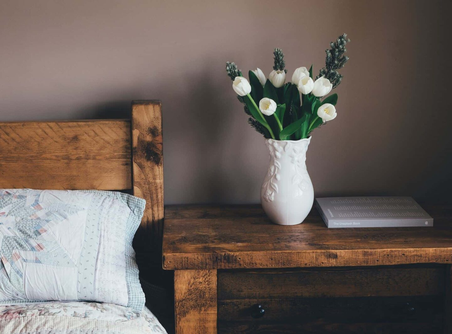 Top Tips For Reducing Clutter In Your Bedroom